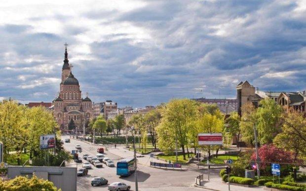 Хам из России заехал в Харьков и сразу получил по морде: видео