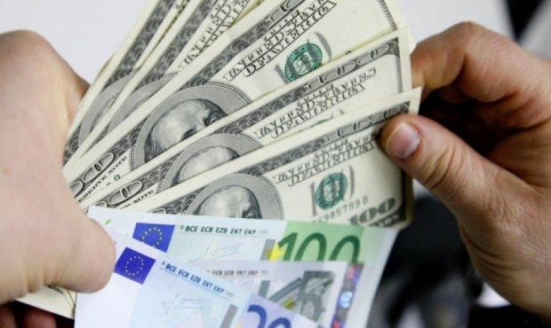 Нацбанк выровняет курс доллара к «черному рынку»
