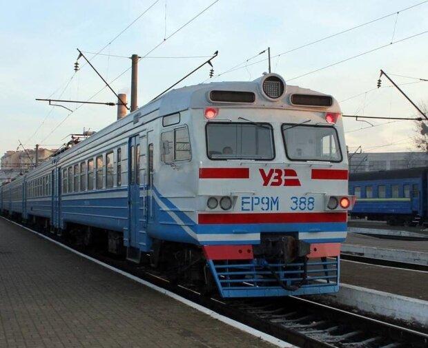 Железнодорожный бунт: пассажиры силой остановили поезд в Тернополе