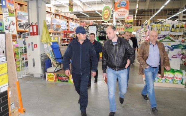 """""""Консультація"""" ударами по голові в Епіцентрі: гіпермаркет дав відповідь"""