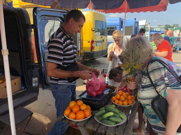 Овощи по цене сбитого самолета: Зеленскому показали, как вынуждены выживать украинцы