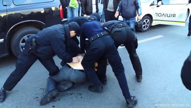 У Запоріжжі хуліган напав на активіста через зауваження: побив і вистрелив у ногу