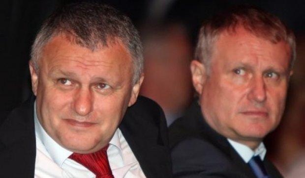 Суркисы покупают банк Коломойского