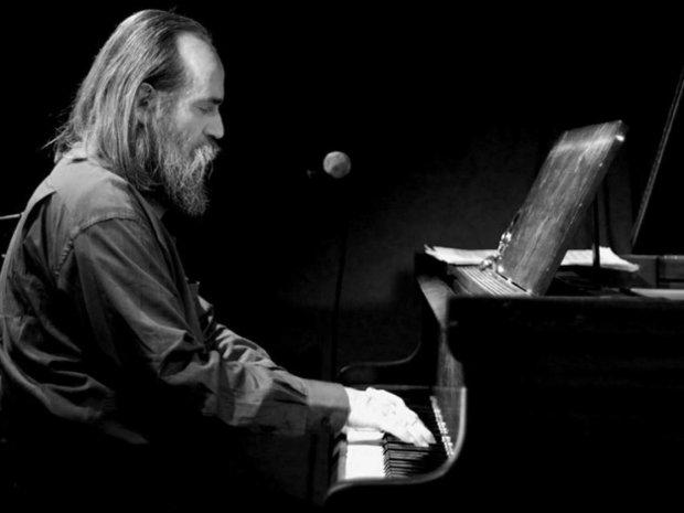 Любомир Мельник, піаніст