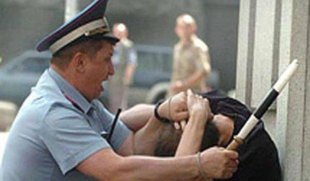 Прокуратура взялась за чоловіка, якого катували в міліції (фото)