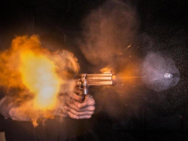 Помічника нардепа в Києві наздогнала випадкова куля