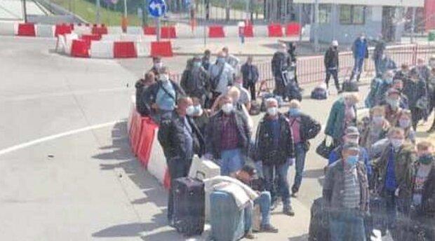 Українців можуть не пустити до Польщі довгі місяці - прощавайте, заробітки