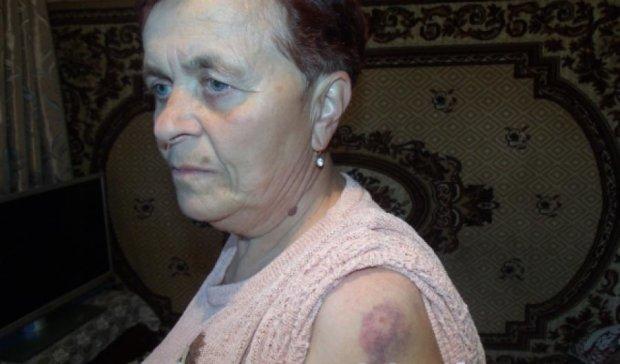 У Тернополі повія побила пенсіонерку за зауваження