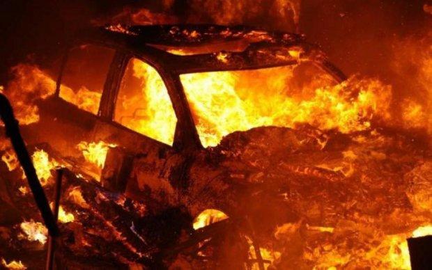 Мощный взрыв в Киеве: пострадали люди и авто