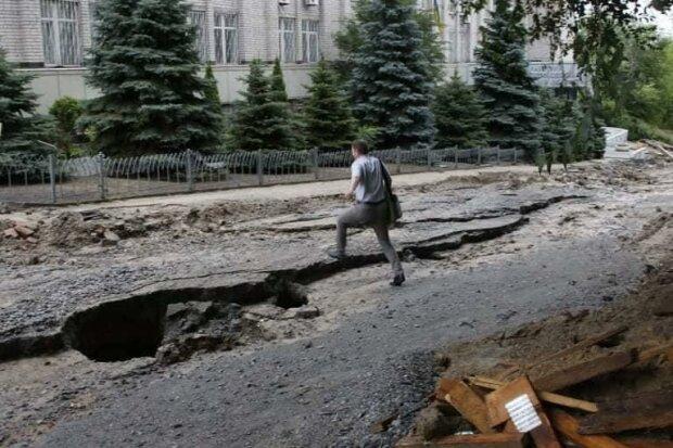 """Старания Филатова вмиг ушли под воду — непогода разрушила """"наполеоновские планы"""" мэра"""