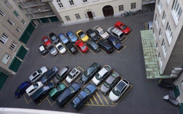 Герой парковки розлютив відвідувачів київського супермаркету