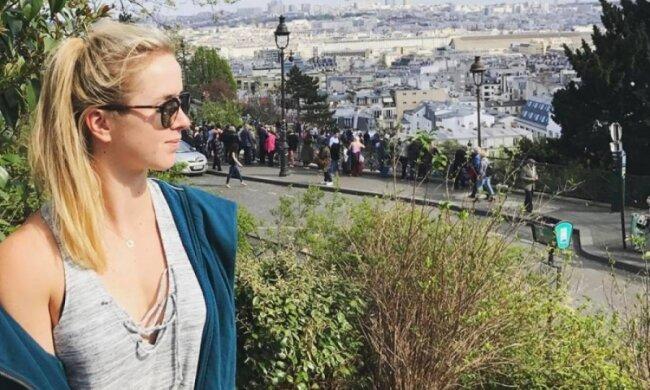 Тенісистка Світоліна відпочиває в Парижі