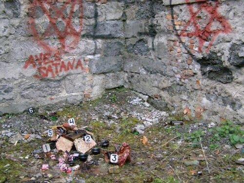 Сатанинські символи та сліди обрядів - на Тернопільщині на шкільному стадіоні орудують маги