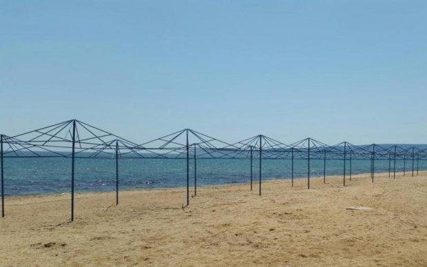 Не приезжайте, не ждем: в сети показали пустынные пляжы Крыма