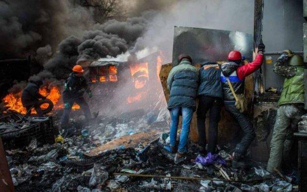 Гавкає здалеку: недобиток Януковича осквернив пам'ять Героїв Майдану