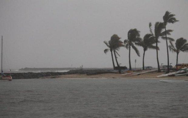 Потужний ураган нищить найпопулярніший курорт, жителі та туристи у паніці
