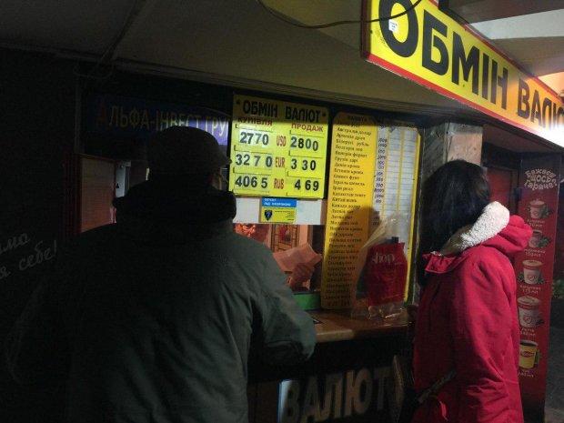 Валютний зашморг: долар зіпсував українцям настрій, але ж це тільки початок