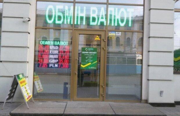 """Курс валют в Украине на 24 декабря заставит забыть о подарках - гривна """"приболела"""""""