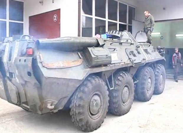 Волонтери  Хмельниччини відновили чотири бронетранспортери для АТО
