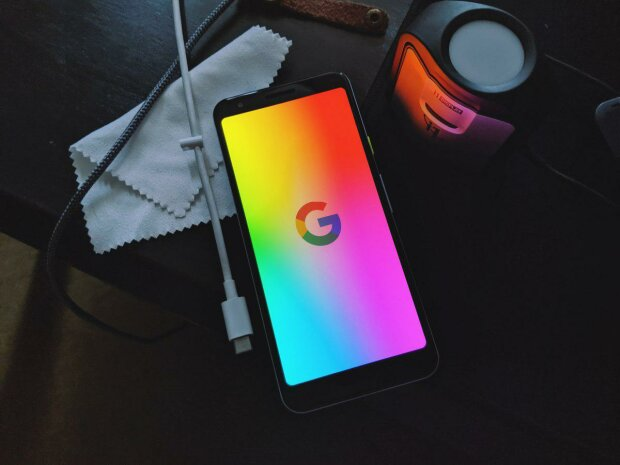 Google Фото навчили фарбувати чорно-білі фотографії