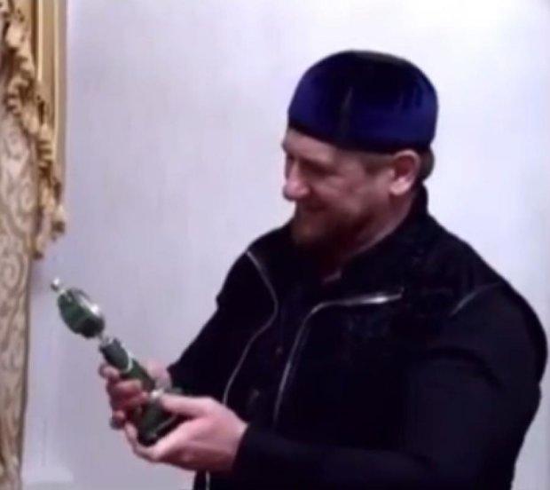 Кадирову уже дарують речі Путіна