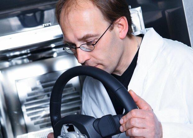 Сотрудник Audi, carscoops