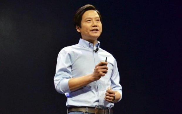 """Глава Xiaomi пообіцяв """"голий"""" смартфон"""