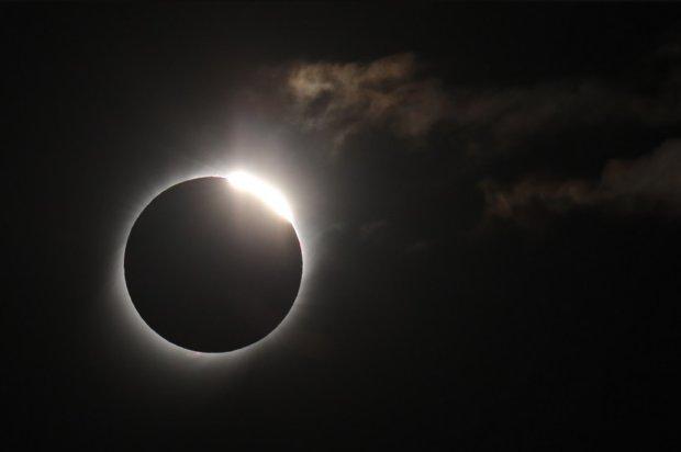 Повне сонячне затемнення зняли з космосу: унікальні кадри підкорили світ