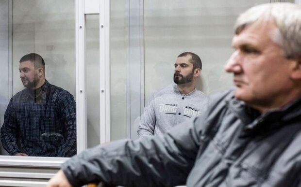 Обвинувачені, колишні «беркутівці» Олександр Маринченко (ліворуч) та Олег Янішевський