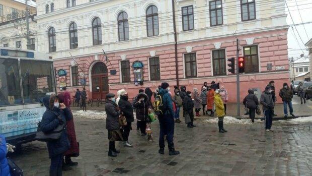 Розлючені чернівчани перекрили Головну вулицю і поставили Клічуку ультиматум