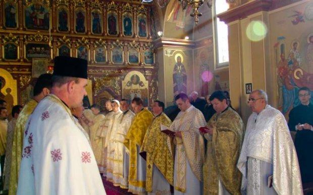 Все в крови: на Закарпатье изверги жестоко избили пожилого священника