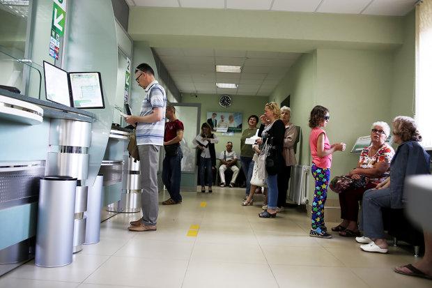Крупные украинские банки массово закрывают отделения: что происходит
