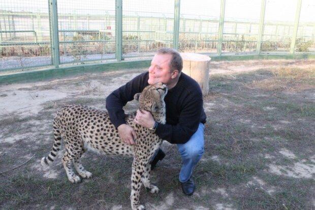 Человек и леопард, фото - 12.org.ua