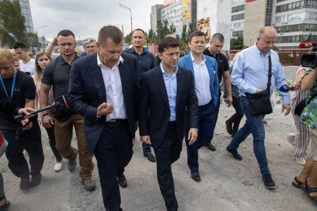 """Зеленский прогонит """"ненужных"""" министров из Кабмина поганой метлой: кому укажут на дверь первым"""