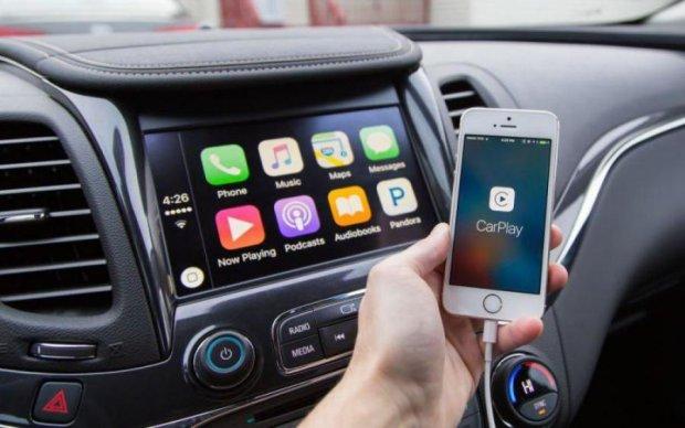 Google і Apple поділили бортовий комп'ютер автомобіля