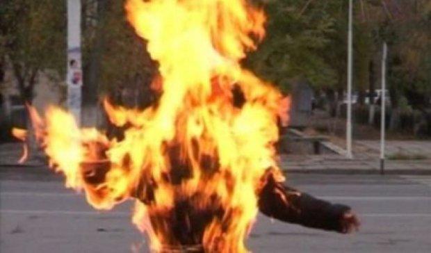 В Ровенской области мужчина облил себя бензином и поджег