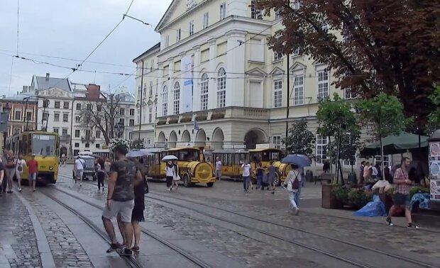 У Львові масово народжуються трійнята - мамам здоров'я, татам - терпіння