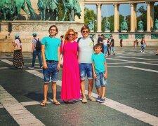 Степан Казанин из Квартала 95 с женой и детьми
