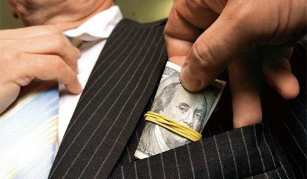 Две большие разницы: чем отличается взятка от подарка должностному лицу