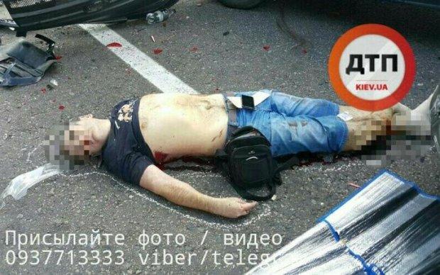 Жуткое ДТП под Киевом: один погиб, трое ранены