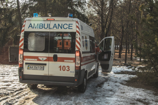 Моторошна знахідка шокувала київських поліцейських: пролежала в ямі три дні, дістали задубілою