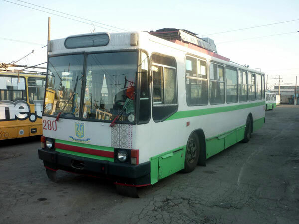У Хмельницьку водій тролейбуса зламав ногу язикатій пенсіонерці