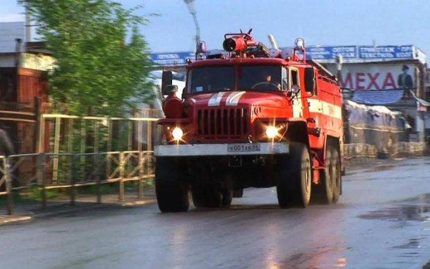 """Перевернулись на крышу: """"пожарка"""" попала в серьезное ДТП"""