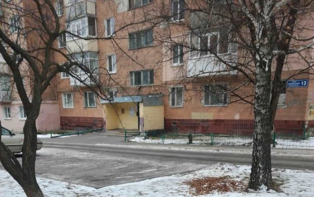 У Харкові 15-річна дівчинка викинулася з вікна: медики боролися за життя з останніх сил