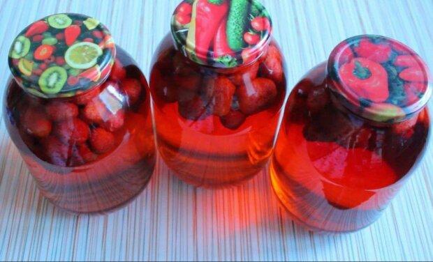 Клубничный мохито с мятой в банках - готовим антивирусный коктейль у себя на кухне