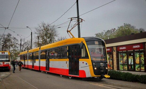 В Одесі запустили найдовший трамвай України: дивись і вчися, Маск