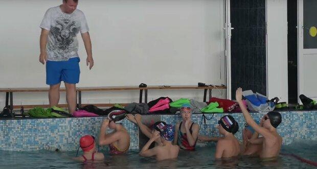 Українські тренерки били дітей просто біля басейну: там же починав кар'єру чемпіон світу Михайло Романчук