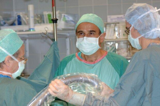 """Медик из Прикарпатья отправит украинцев в будущее на 100 лет - """"Остановим сердце до 5 ударов и..."""""""