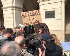 на митинге феминисток во Львове