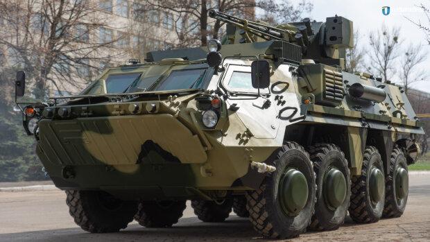 Из Одессы в Киев мчатся БТРы, люди в форме вооружены до зубов: украинцев испугали воинственные кадры